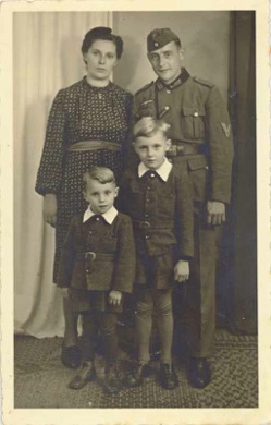WW2 German Army Gefreiter Family photo
