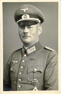 Original period photo of a WW2 German Army Oberstleutnant WW1 Pilot's Badge