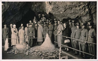 WW2 German Original Photo Soldiers Stalagmite Tour